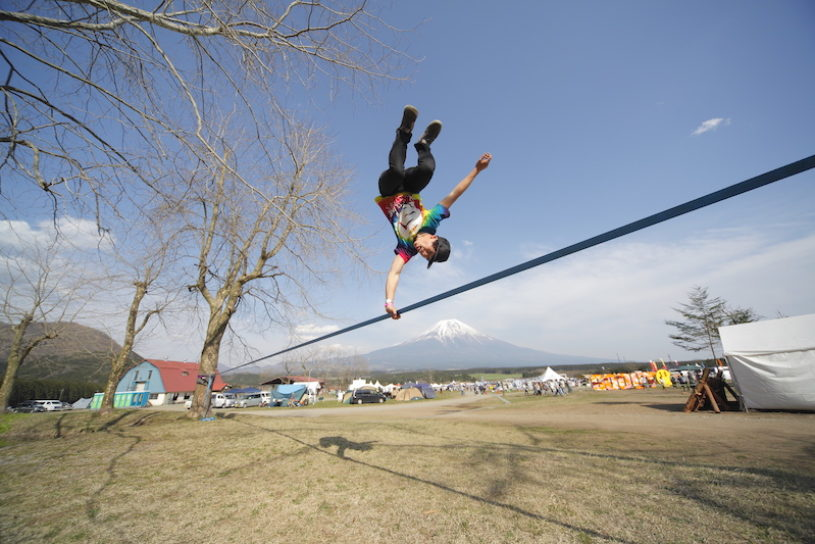 Interview with Hiroyuki Ueda (EXALER Slackline Professionals)at the GO OUT CAMP. The Japanese slackline scene, where the World Cup winners will also be bown!