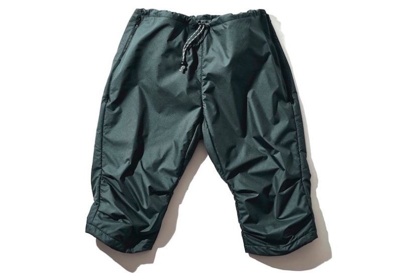 Half-length over-pants with emphasized functionality. Windproof, water-repellant with excellent mobility for outdoor activities.
