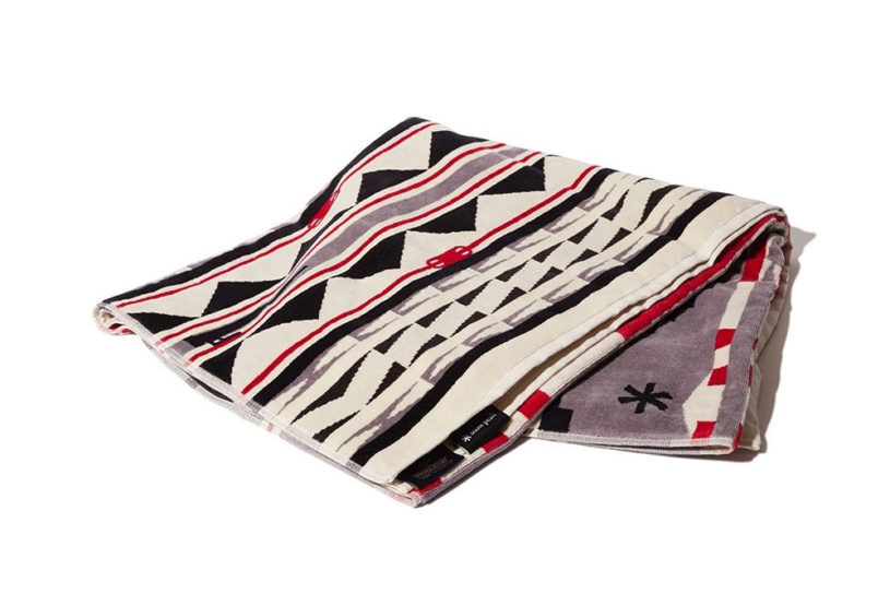 Limited edition large Pendleton towels with Snow Peak's camping gear motif are rapidly increasing in popularity!