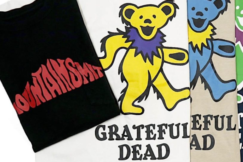 Don't miss the collaboration T-shirts from Mountain Smith and Grateful Dead! Pay attention to the psychedelic '70s design.