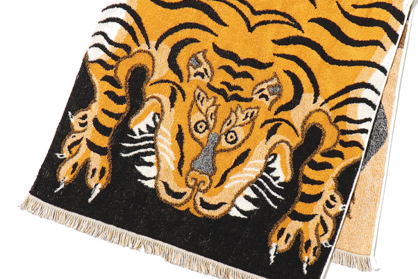 Cal O Line puts a tiger pattern on an Imabari towel! A playful, carpet-style blanket towel.