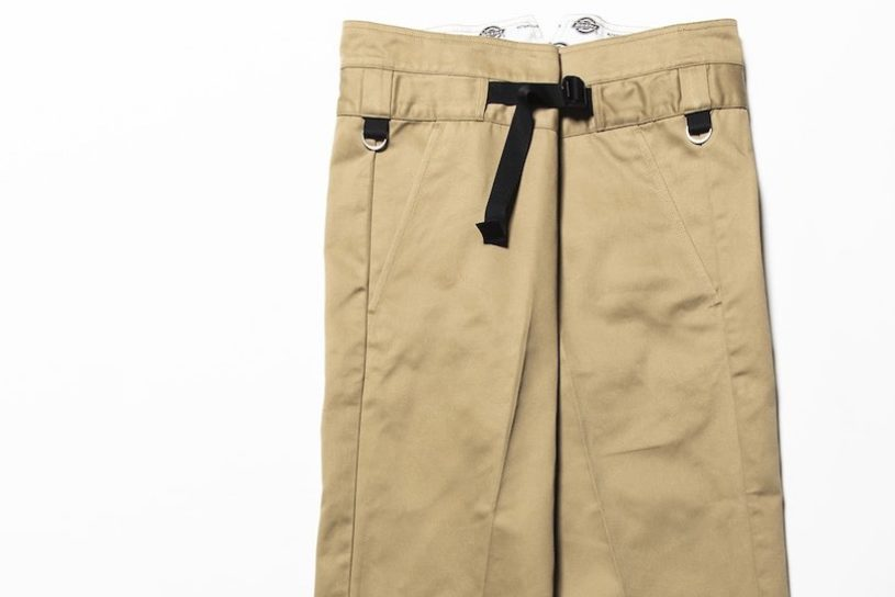 Meanswhile boldly arranges a classic from Dickies. Innovative heavy ounce pants are born!