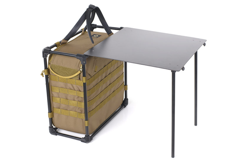 A table that appears instantly from a bag⁉ Helinox's new proposal for a solo base.