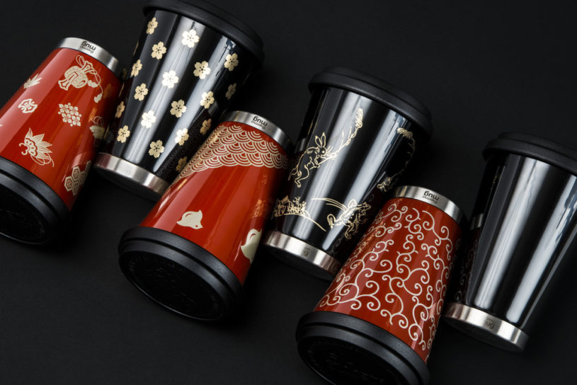 A stylish lacquered thermo mug. Introducing the classic bottle and tumbler with a Japanese pattern.