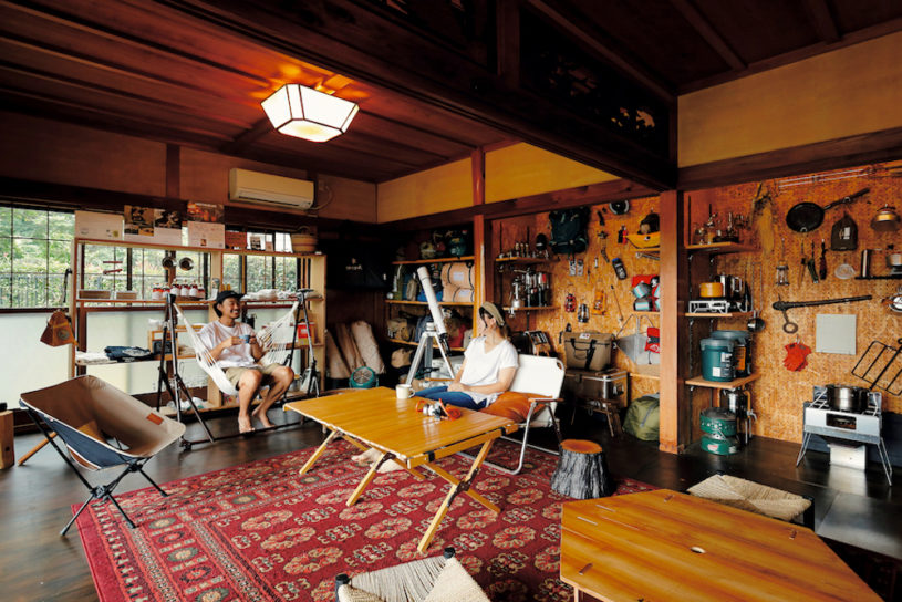 A self renovated eclectic Japanese-Western house that used to be an old folk house. [Life gear home style]