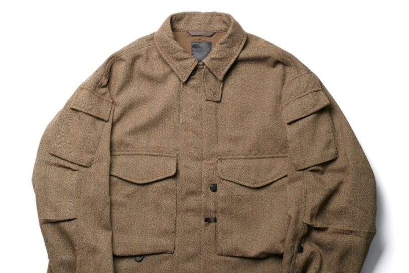 Daiwa Pier 39's new collection is complete. Check out the aged tweed jacket with extra pockets!